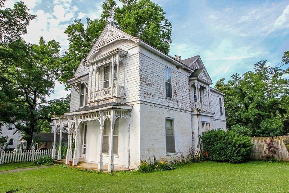 1900 Fixer-Upper For Sale In Paris Kentucky