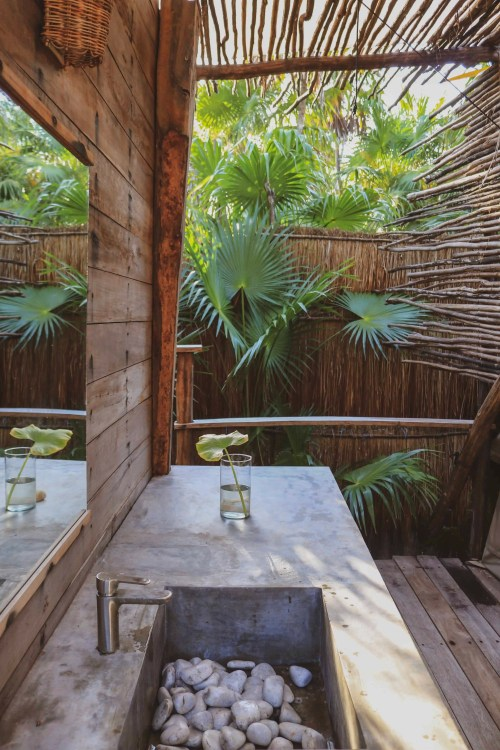Outdoor bathroom with palmtrees