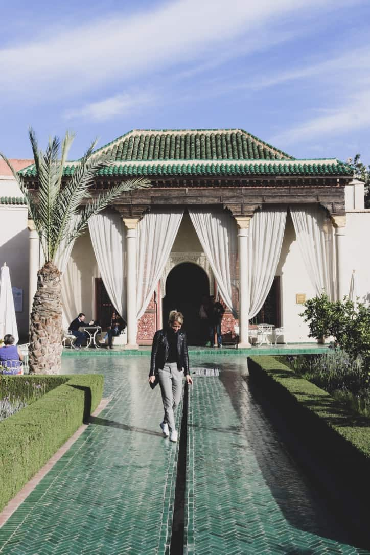 Girl in front of a gate of le jardin secret marrakech