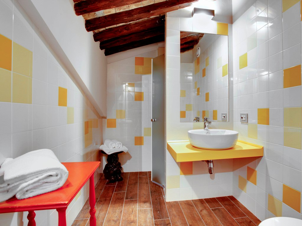 9-generator-venice-bathroom-room