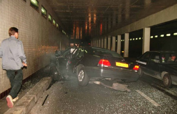 https://i2.wp.com/www.car-accidents.com/2007-crash-pics/princess-diana-crash-3-07.jpg?resize=600%2C389&ssl=1