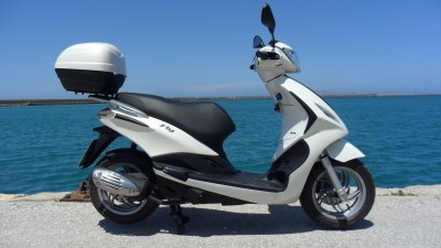 Rent a scooter Stalis - Roller vermietung Kreta piaggio Fly