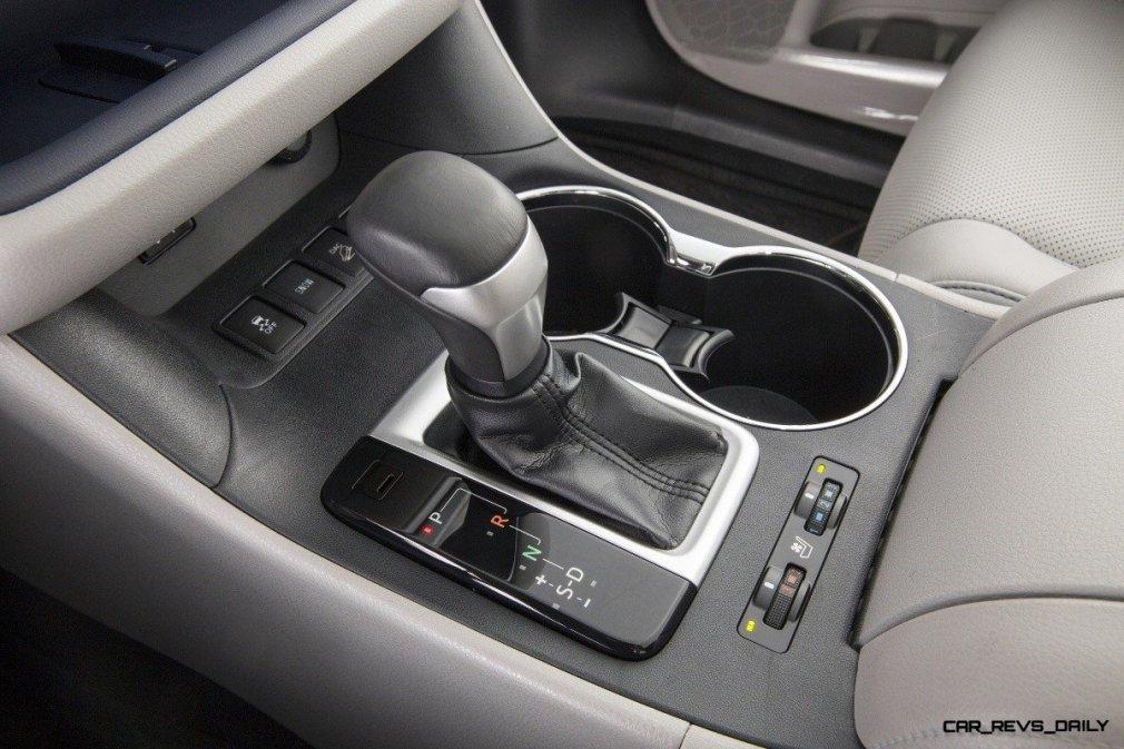 CarRevsDaily - 2014 Toyota Highlander Interior Photo20