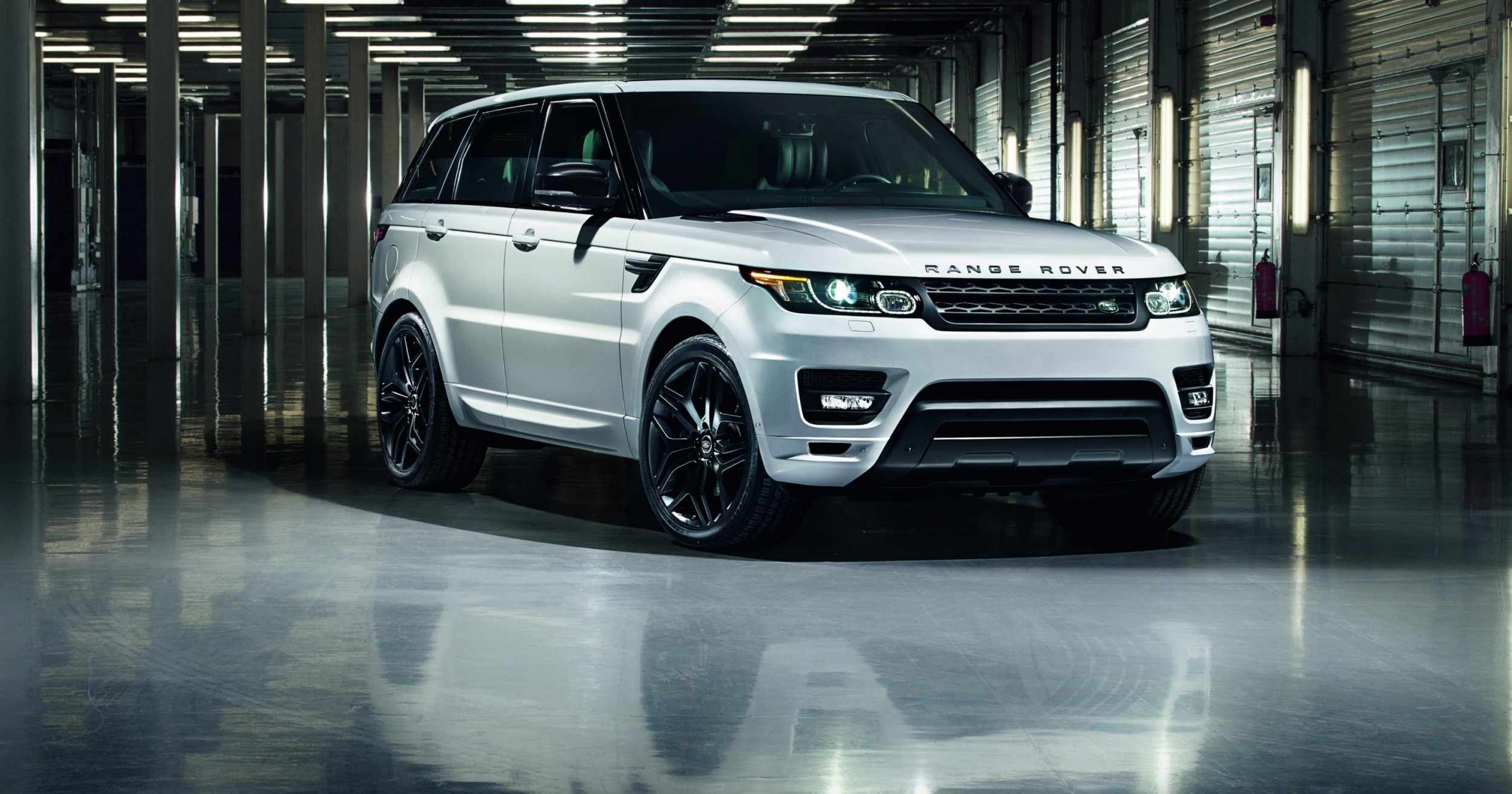 2014 Range Rover Sport Stealth Pack Brings Black 21s or 22 inch