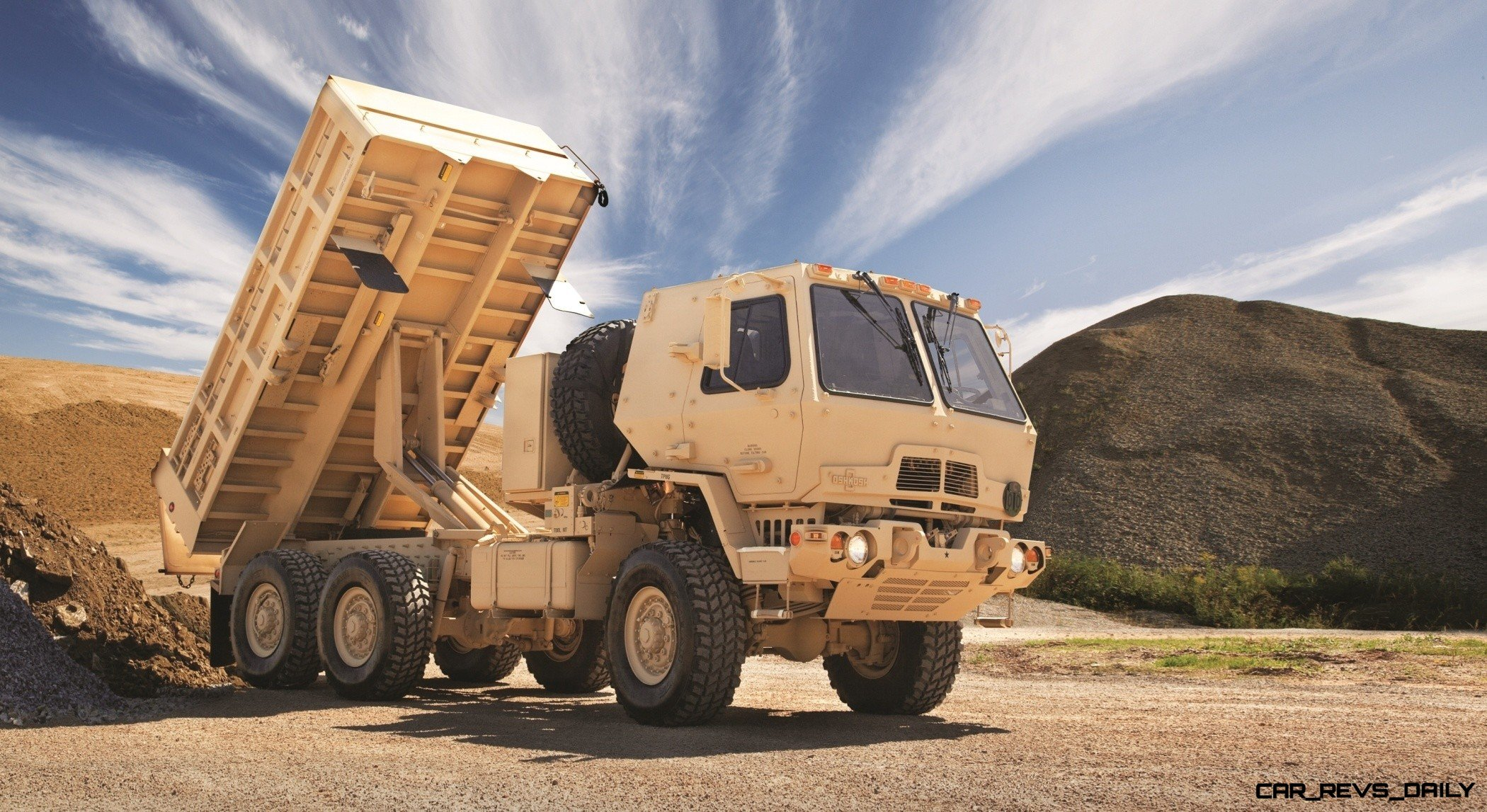 CarRevsDaily.com - Oshkosh Defense Medium and Heavy Showcase 4