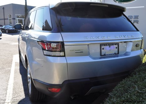 New Range Rover Sport HSE in 30 Real-Life Photos 22