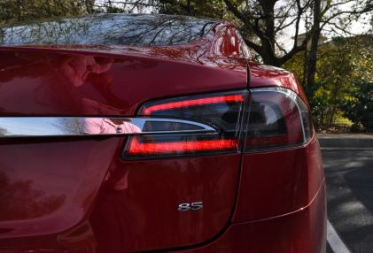 2014 TESLA Model S 85 -- Road Test Video Review -- 1500-words -- 250 Images -- Smooth Power, Great Dynamics, Unequivocal EV Brilliance 27