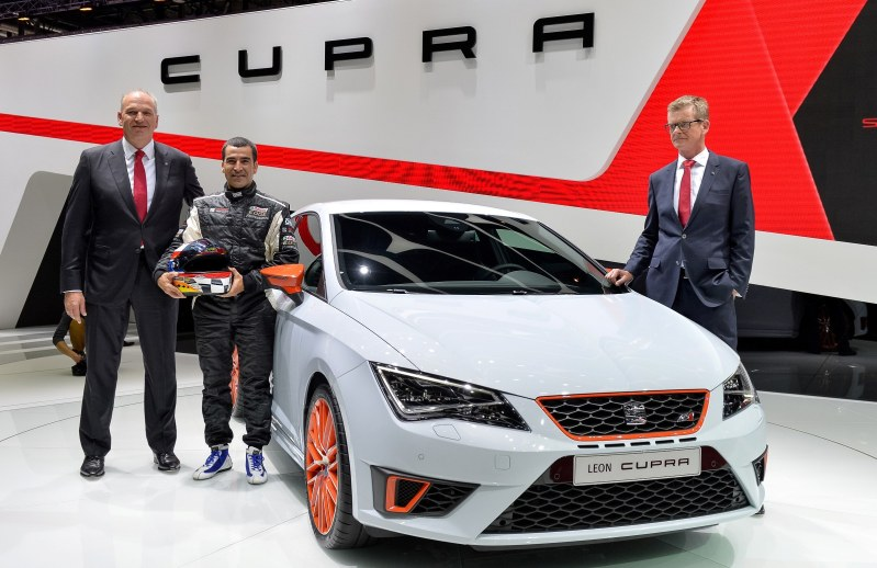 SEAT Leon Cupra in First OEM Embedded Spin-Table!  Plus 3 Reasons The Leon Cupra Spanks Renaultsport Megane (and VW GTI)2
