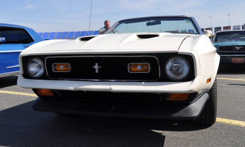 Car-Revs-Daily.com 1972 Ford Mustang Convertible 6