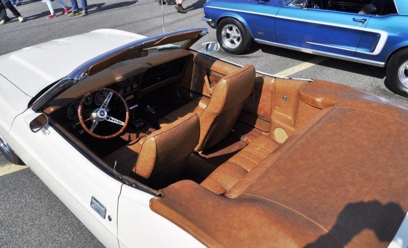 Car-Revs-Daily.com 1972 Ford Mustang Convertible 9