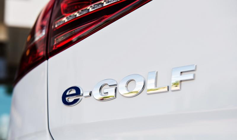 2015 Volkswagen e-Golf 16