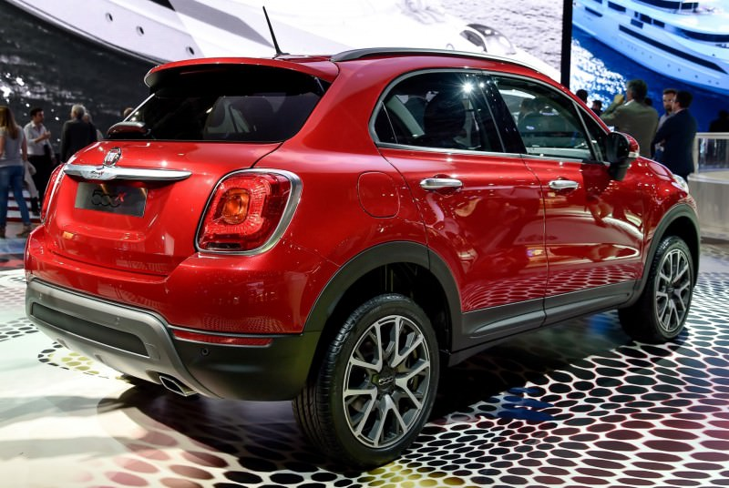 2016 Fiat 500X Makes Paris Debut With Optional AWD and 9-Speed Automatic 1