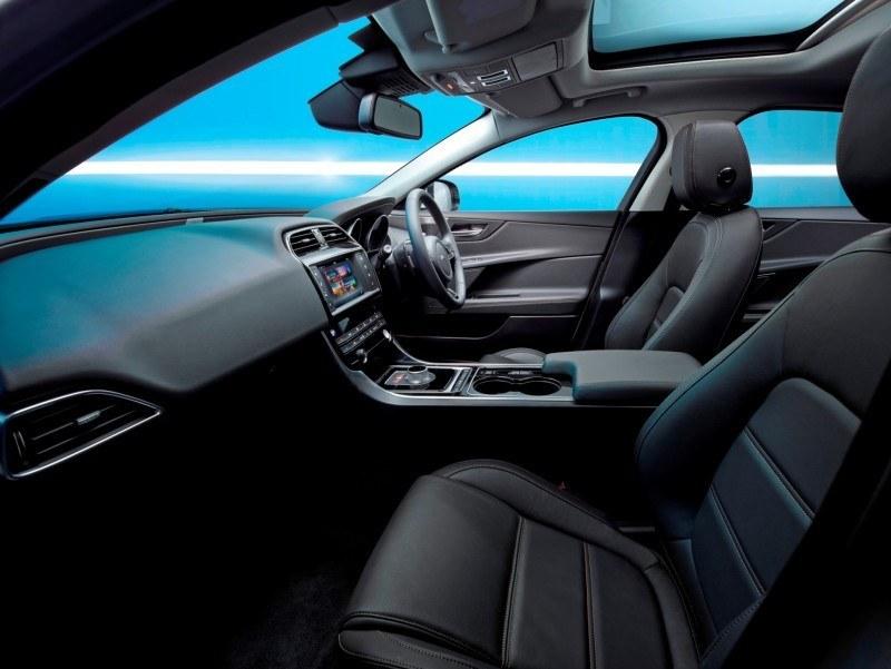 2016 Jaguar XE 24