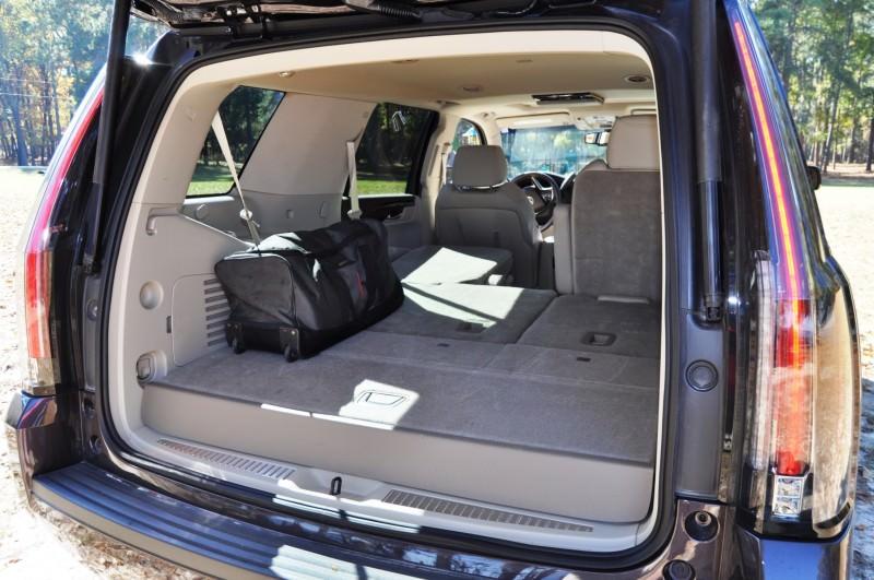 2015 Cadillac Escalade Luxury AWD 29