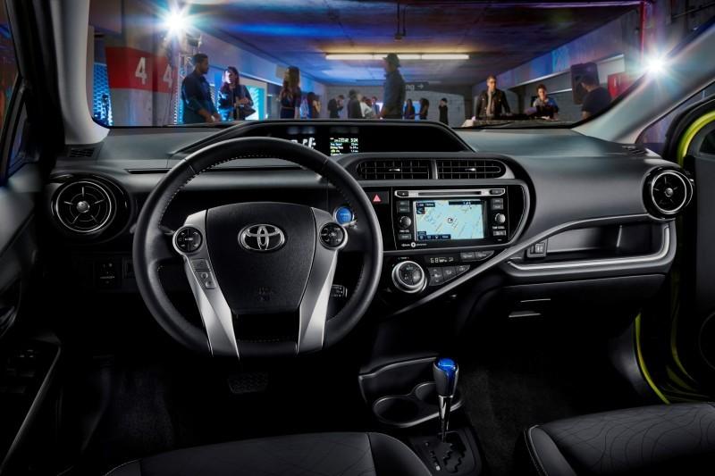 2015 Toyota Prius C 3