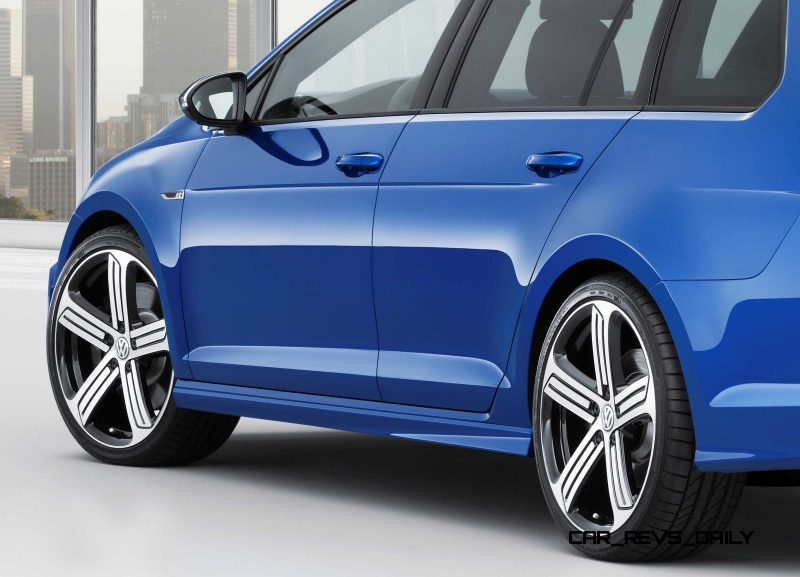 2016 Volkswagen Golf R Sportwagen 20