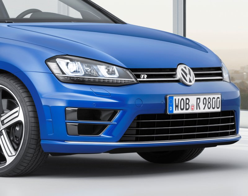 2016 Volkswagen Golf R Sportwagen 21