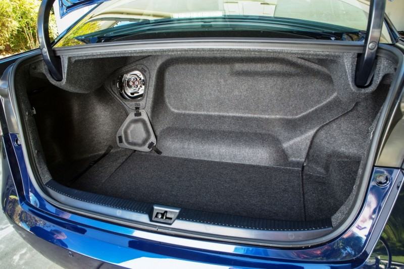 2016_Toyota_Fuel_Cell_Vehicle_008