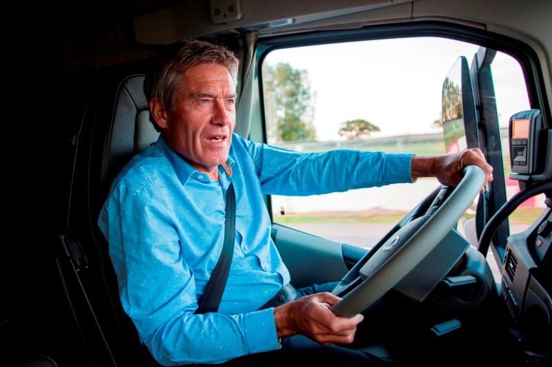 Fifth Gear's Tiff Needell Presents - Volvo FH Truck vs Koenigsegg One1 13