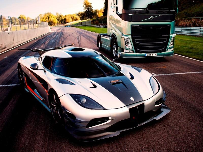 Fifth Gear's Tiff Needell Presents - Volvo FH Truck vs Koenigsegg One1 20