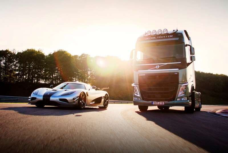 Koenigsegg_vs_Volvo_sun