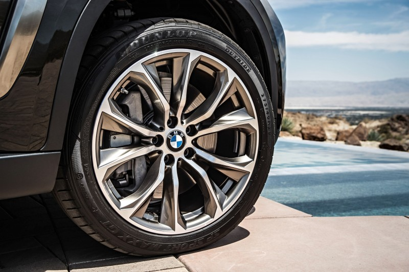 2015 BMW X6 Debuts Tech-tastic 445HP xDrive50i and New Rear-Drive sDrive35i 22