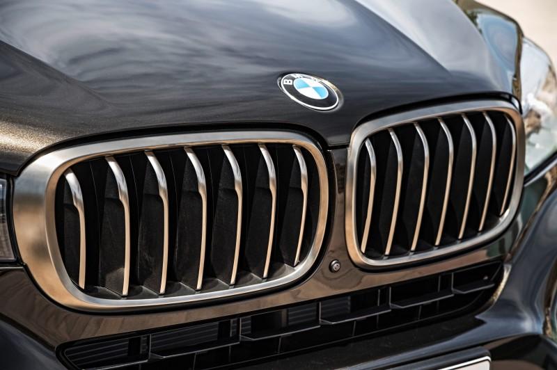 2015 BMW X6 Debuts Tech-tastic 445HP xDrive50i and New Rear-Drive sDrive35i 24