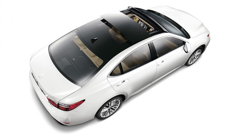 2015-Lexus-ES-exterior-moon-roof-keyfeatures-1204x677-LEXESGMY150032