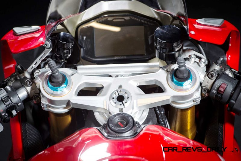 127-1299PanigaleS_accessoriesed_34