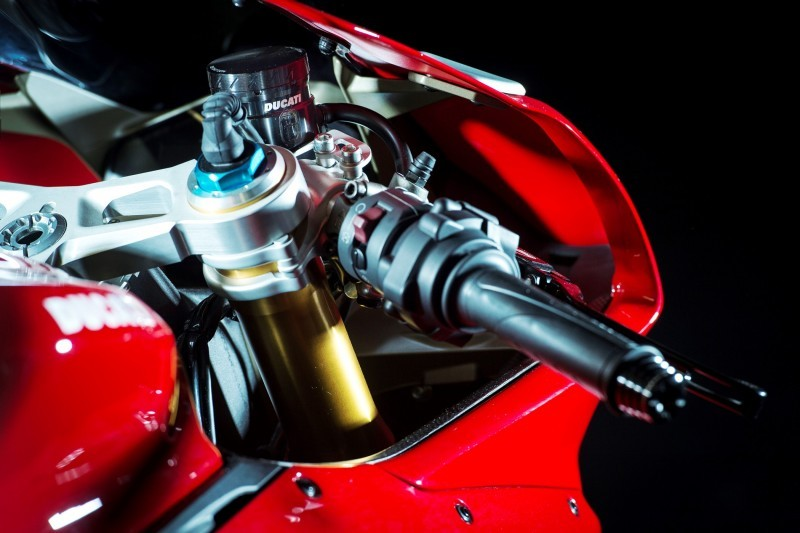130-1299PanigaleS_accessoriesed_30