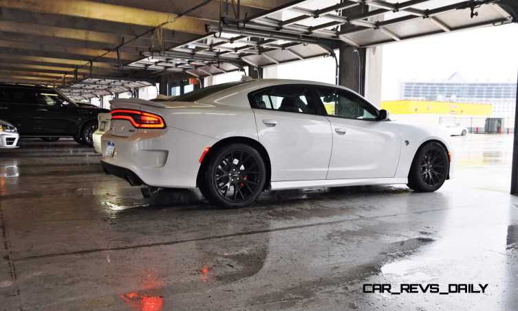 2015 Dodge Charger SRT HELLCAT Review 17
