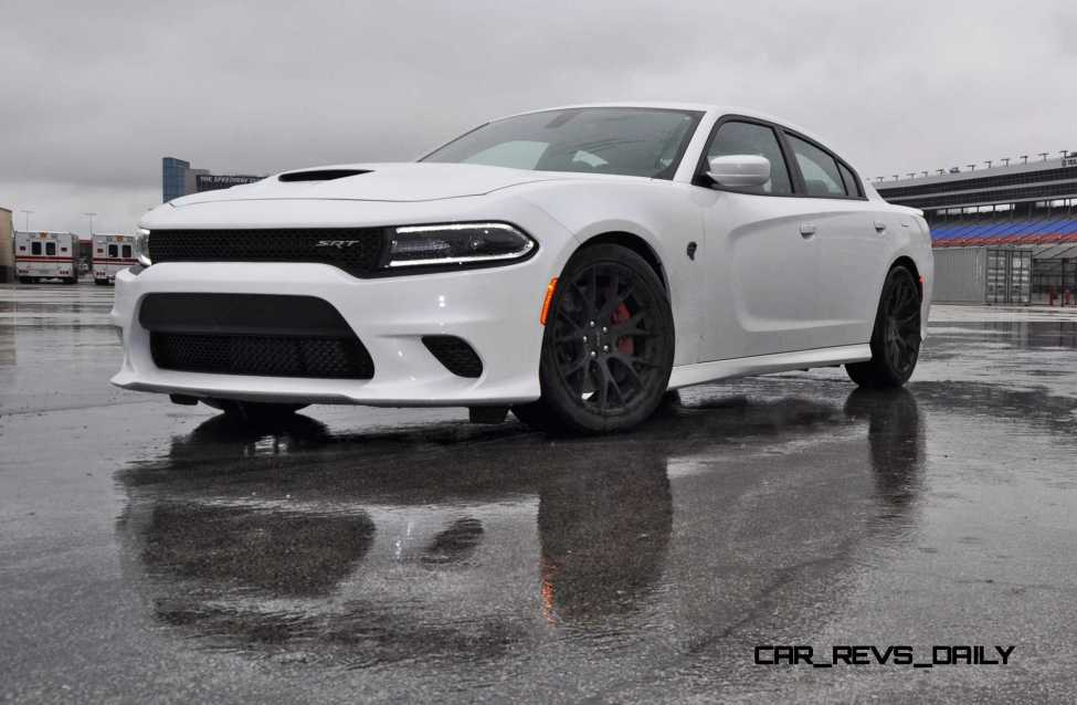 2015 Dodge Charger SRT HELLCAT Review 31