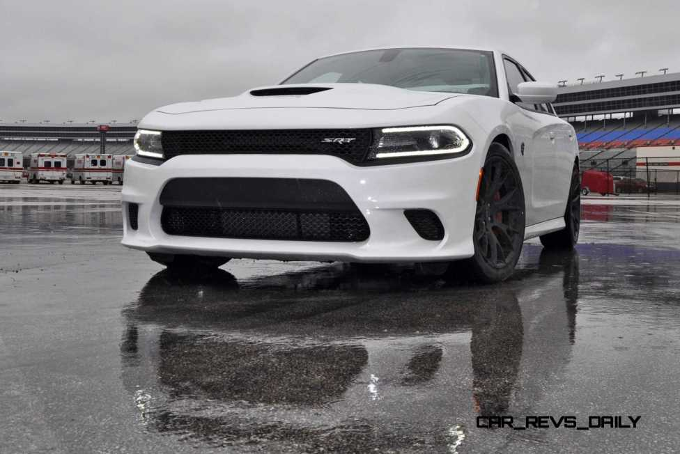 2015 Dodge Charger SRT HELLCAT Review 34