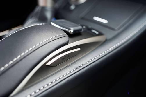2016_Lexus_ES_350_017_8A7FD0E4EB9D26C2F221BB3F650991B773BC4F13