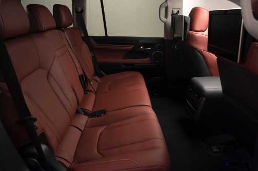 2016 Lexus LX570 28