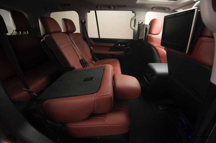 2016 Lexus LX570 33