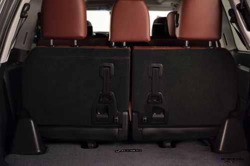 2016 Lexus LX570 35