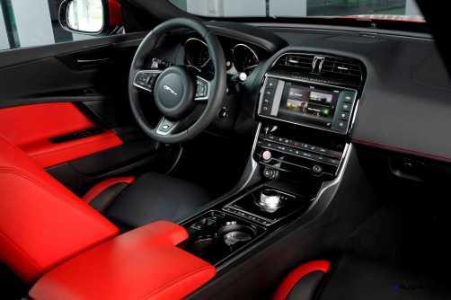 Jaguar_XE_IRR_V6S_122_(108529)