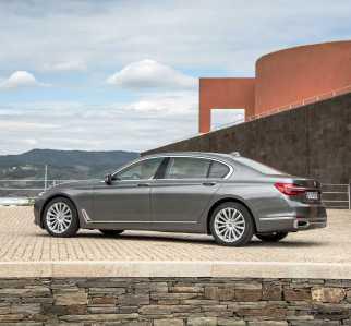 2016 BMW 750Li Exterior Photos 130