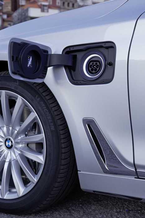 2016 BMW 750Li Interior 16