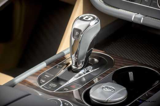 2017 Bentley BENTAYGA Interior 7