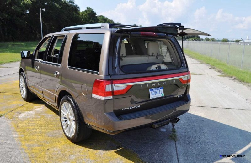 HD Road Test Review - 2015 Lincoln NAVIGATOR 4x4 Reserve 108