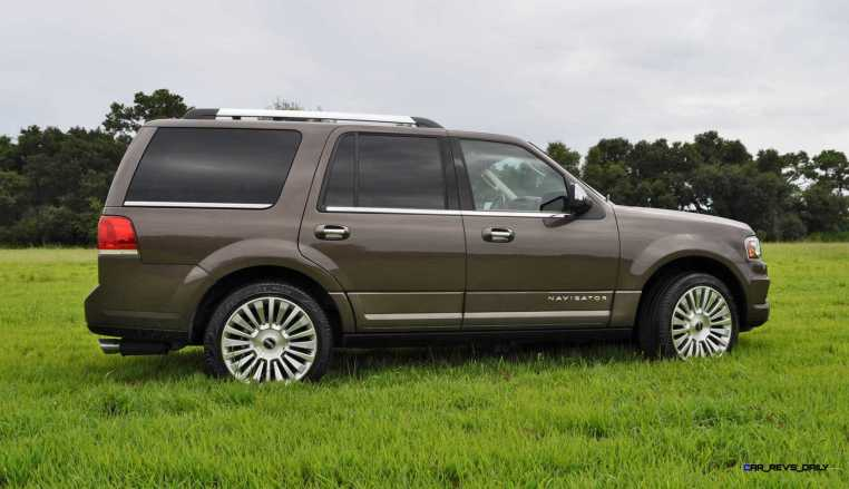HD Road Test Review - 2015 Lincoln NAVIGATOR 4x4 Reserve 43