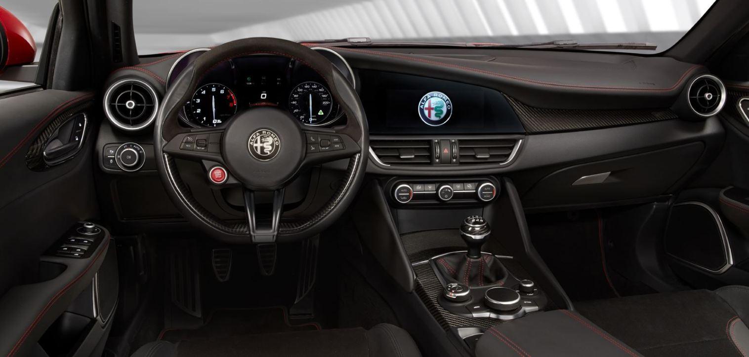 2016 Alfa Romeo GIULIA Interior 11