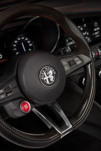 2016 Alfa Romeo GIULIA Interior 13