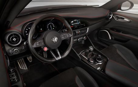 2016 Alfa Romeo GIULIA Interior 2