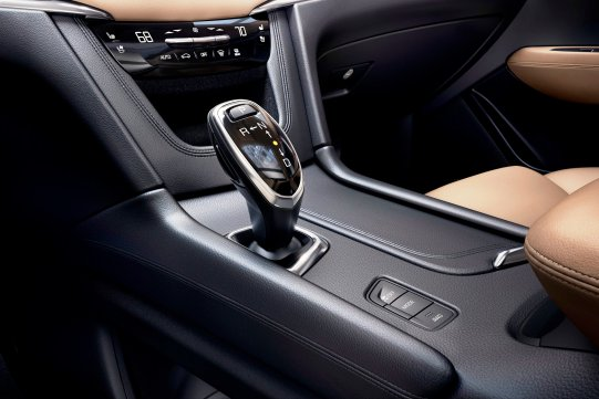2017-Cadillac-XT5-020