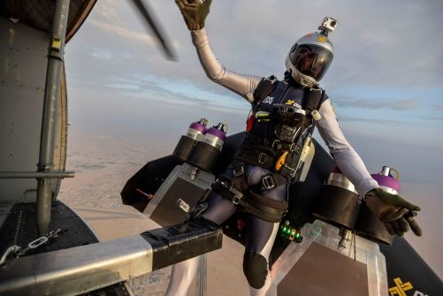Picture_Credit__Anthony_Cullen_AJC5779-Yves_drops_from_the_plane(1)
