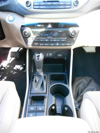 2016 Hyundai Tucson Review - Interior Photos 8