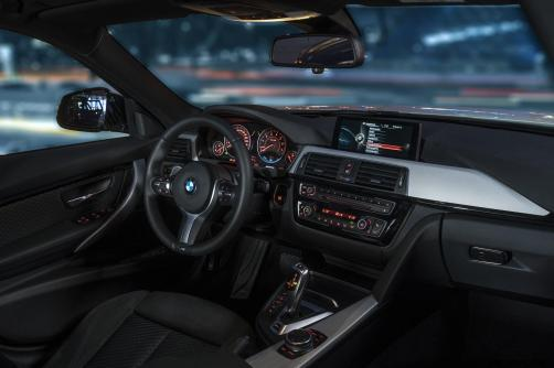 2017 BMW 330e iPerformance 17